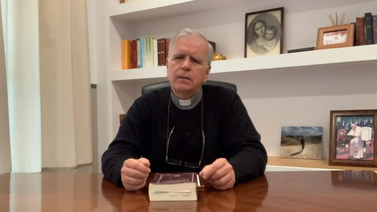 El Credo explicado a la luz del catecismo de la Iglesia Católica shared by Parroquia Santa María De Caná